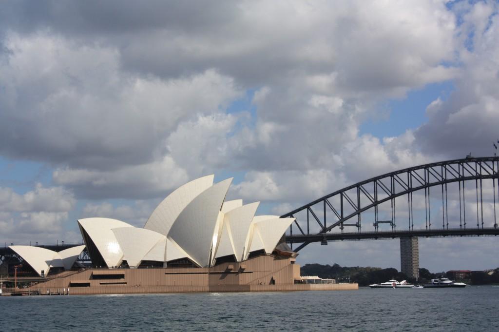 sydey opera house con sydney harbour bridge