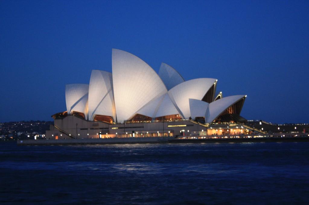 Sydney Opera House al anochecer