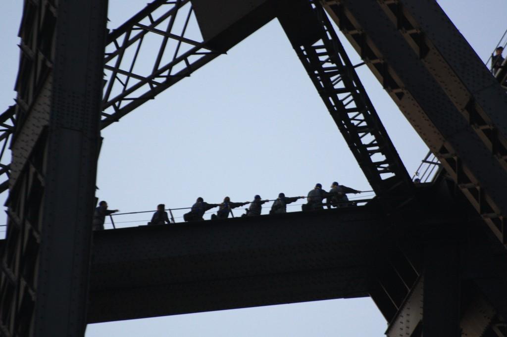 sydney gente en el puente