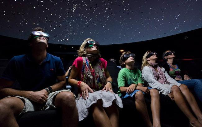 Visitantes del Planetario 3D de Cosmocaixa en una foto de su archivo
