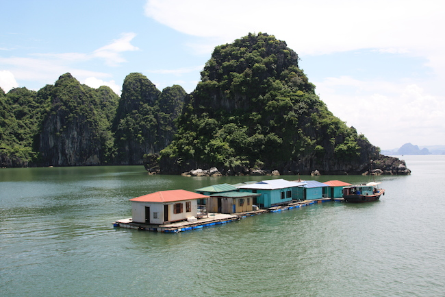 Aldea flotante en Halong Bay