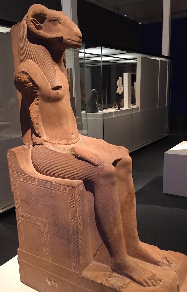Amon, el carnero, a veces también representado como una oca. Decían los egipcios que el mundo empezó con el ensordecedor grito de una oca...