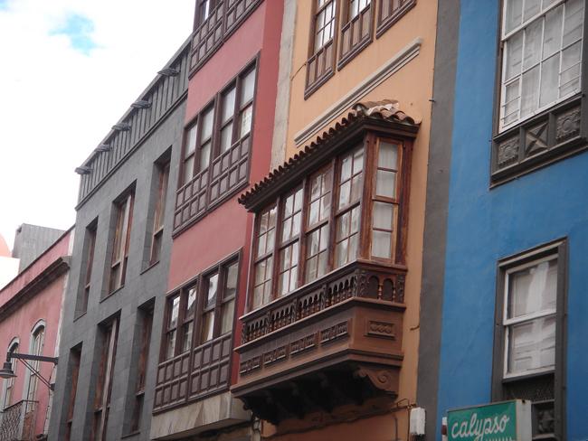 balcón canario en las calles de Santa Cruz
