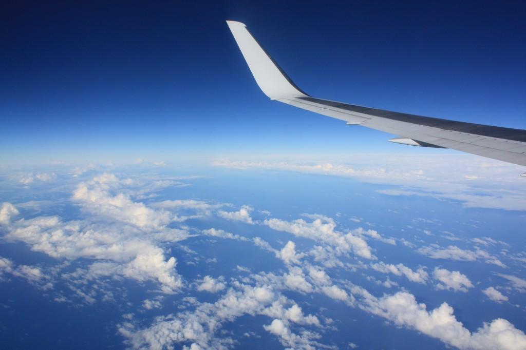 cielo avion lan isla de pascua