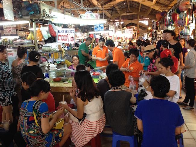 Comer en los puestos del mercado es barato y muy popular