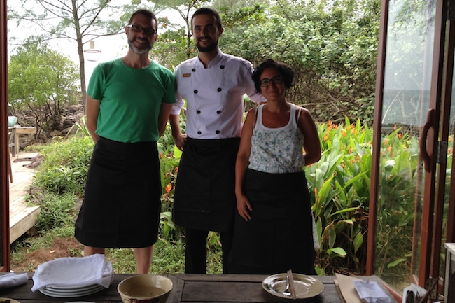Con Thibaut Métier justo antes de empezar una fantástica cooking class. Hubo tiempo para cocinar, comer y charlar sobre el día a día de Vietnam visto por quien lleva ya años allí... Merci Thibaut!