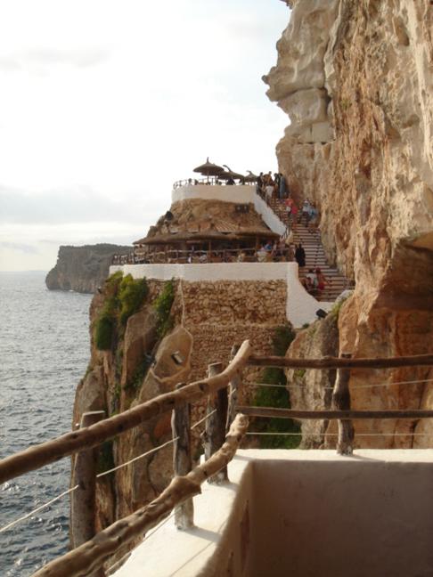 terrazas en la cova de'n Xoroi