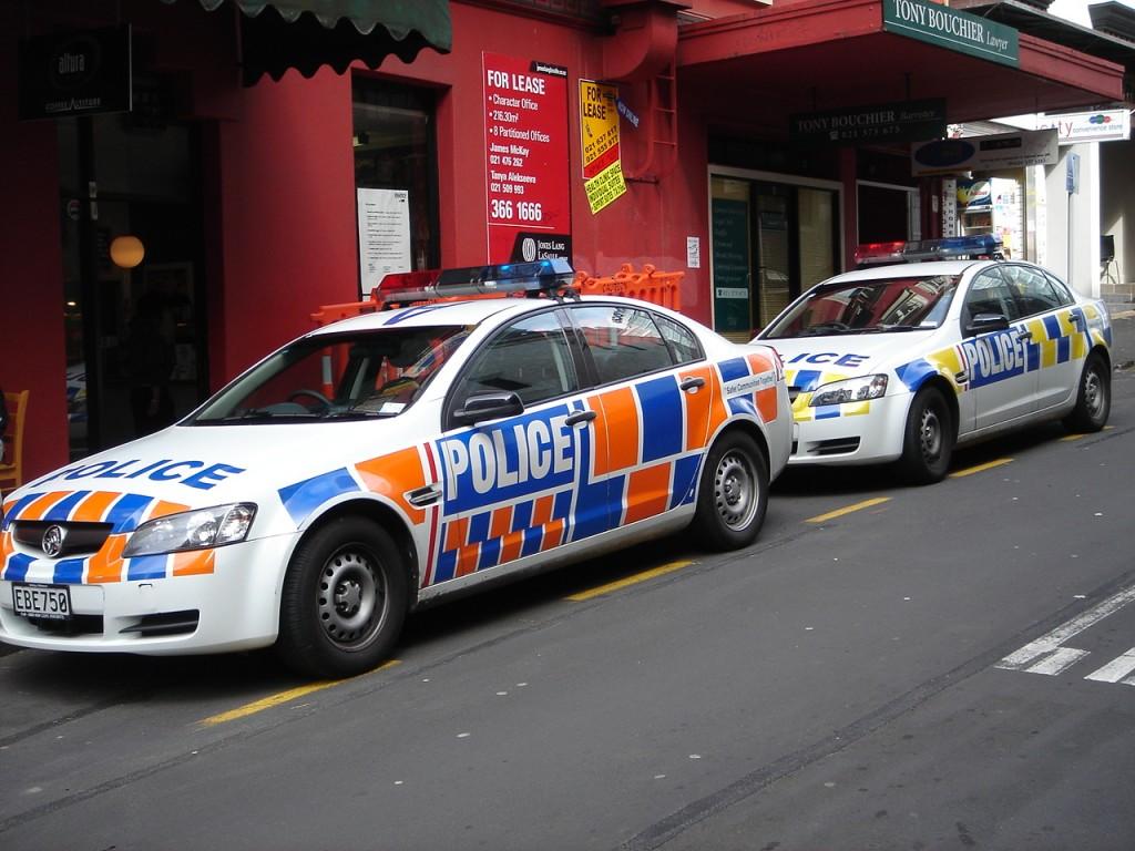 cronicas viajeras auckland policia