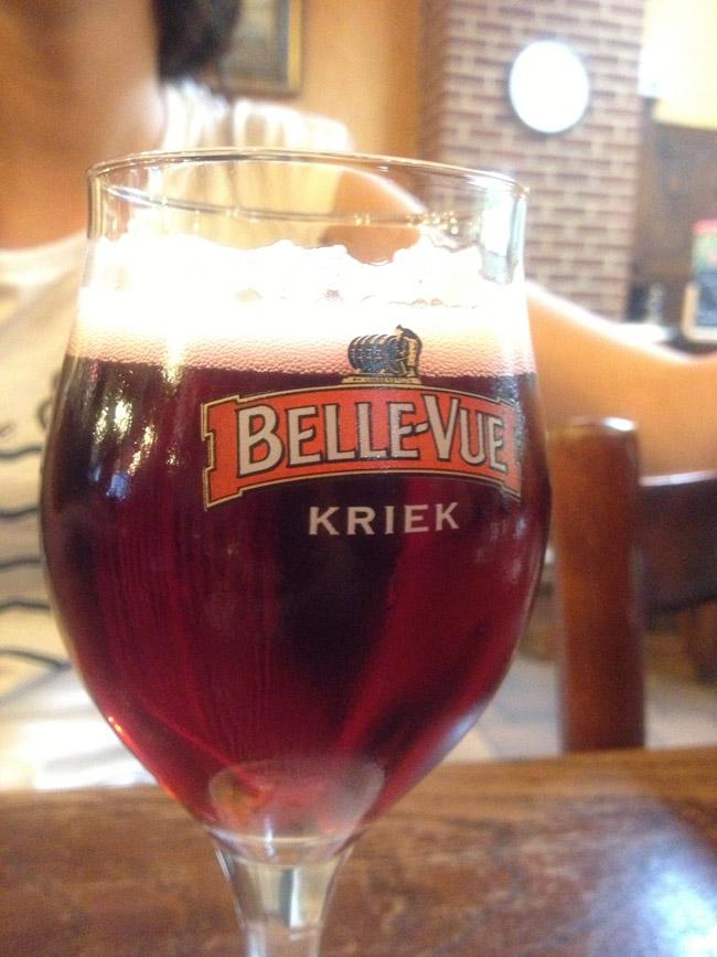 Y la cerveza Kriek, con ese tono rojo, sabe a cereza