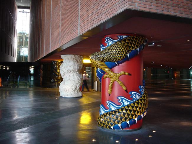 Columnas de la Alhondiga de Bilbao