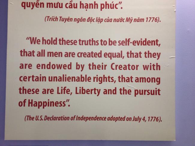 La ironía reproducir en este contexto la Declaración de Independencia de los Estados Unidos de América...