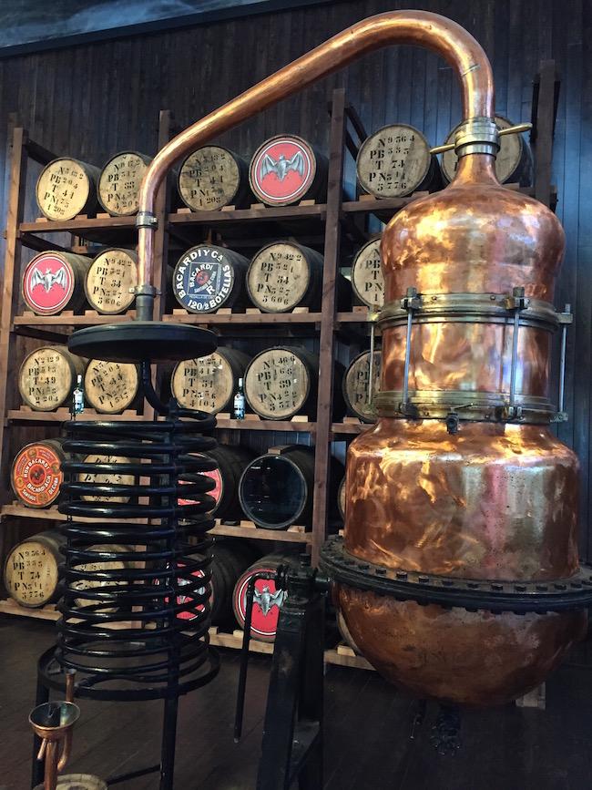 La sala donde se explica el proceso de destilado y filtrado