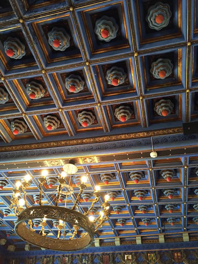 Detalle de los techos de uno de los salones del Palau