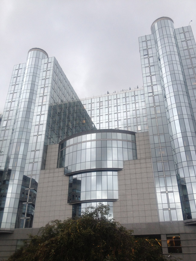 El europarlamento, edificio contiguo a Le Parlamentarium