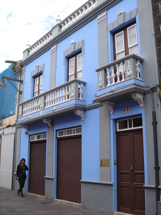 fachada azul la laguna