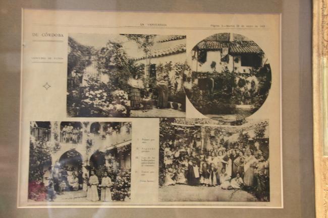 Rafael conserva un ejemplar de aquel primer reportaje de la Vanguardia sobre los Patios