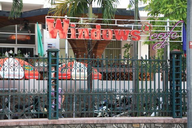 """Si te sorprende ver un café que se llama """"Windows"""" has de saber que en Vietnam también hay un hotel Google :-)"""