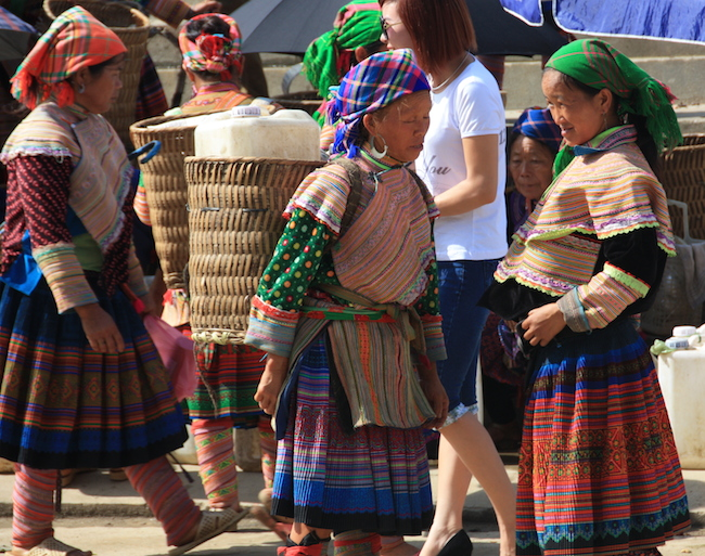 Mujeres Hmong Flor