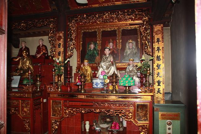 pagoda_tran_quoc_altar_hanoi
