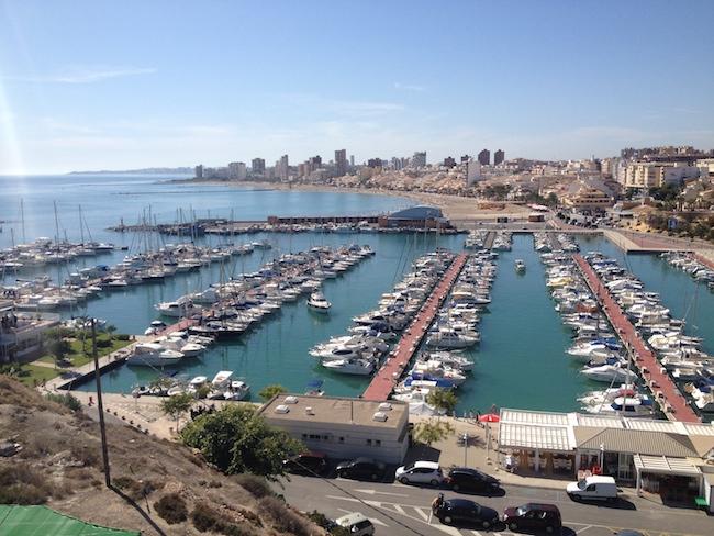 El Puerto de El Campello, y más playa al fondo...
