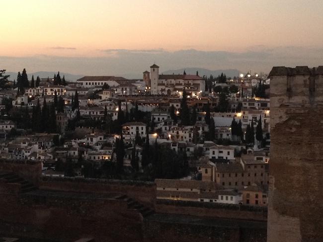 El Albaicín y San Nicolas vistos al atardecer desde La Alhambra de Granada