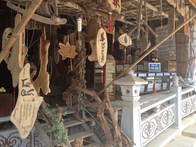 Tienda de medicina tradicional cerca del embarcadero