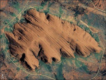 Uluru desde el aire