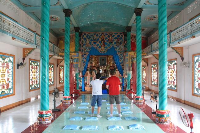 Interior del templo, con el altar al fondo