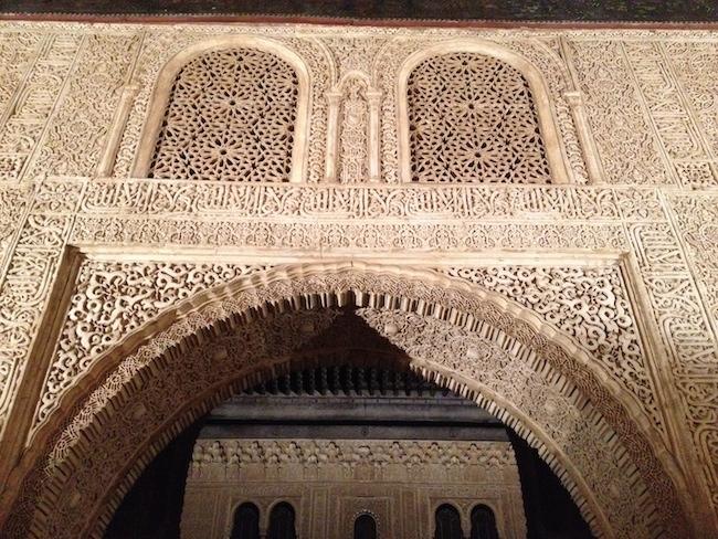 La decoración de los muros, puertas y miradores es espectacular