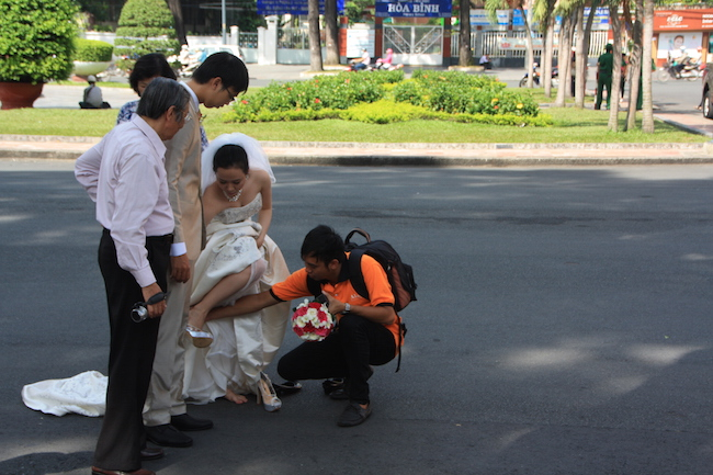 Esta es una plaza usada a menudo por las parejas vietnamitas para las fotos de boda. Ellos se las hacen con meses de antelación, para poder lucirlas en la boda...