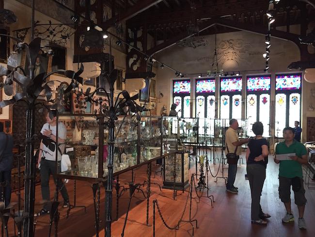 El Salón que contiene la colección de piezas de hierro de El Cau Ferrat. También podrás ver una colección de piezas de cristal...