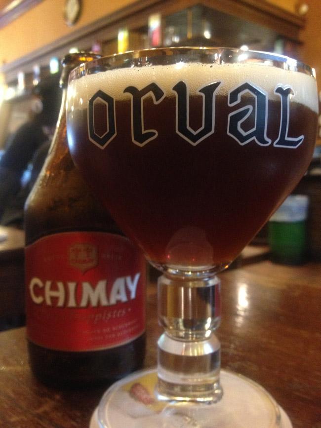 Fíate más de la botella que de la copa: esta es una Chimay excelente