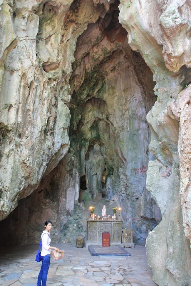 Entrada a la cueva que fue hospital de campaña