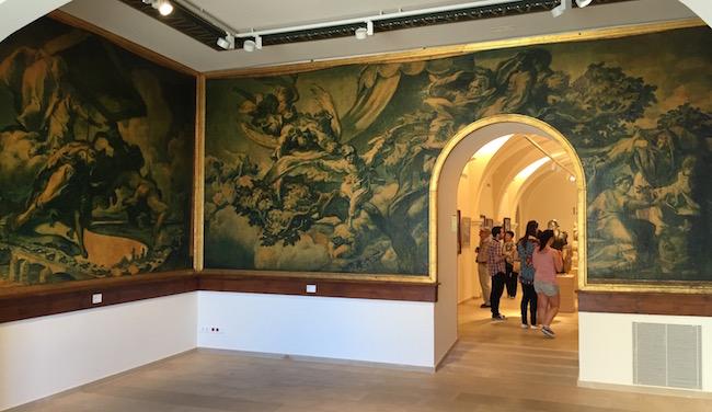 Frescos de Josep Maria Sert, tómate un tiempo en los detalles de esta sala cuando lo visites el Museu, vale la pena...
