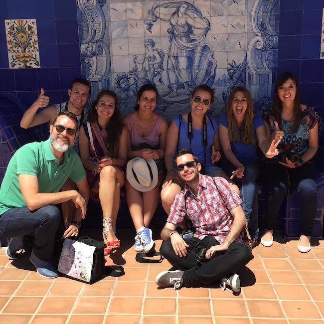 El grupo de blogueros con el que tuve el gustazo de recorrer Sitges. De izquiera a derecha, Raul levantando el pulgar, Virginia, Diana, Miryam, Laura y Ana. Delante, José Luis y yo. Un placer!