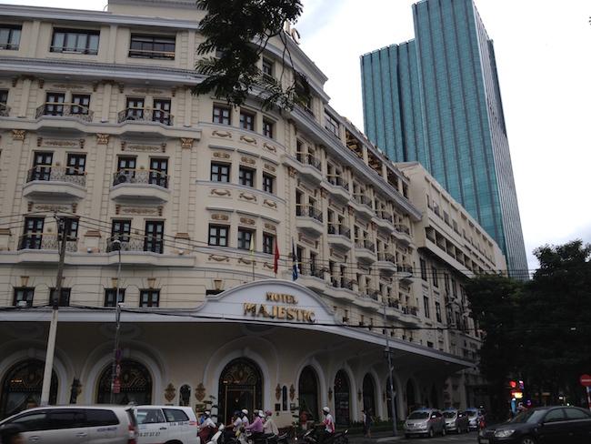 El precioso Hotel Majestic, a la orilla del rio Saigón