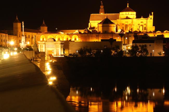 mezquita córdoba nocturna