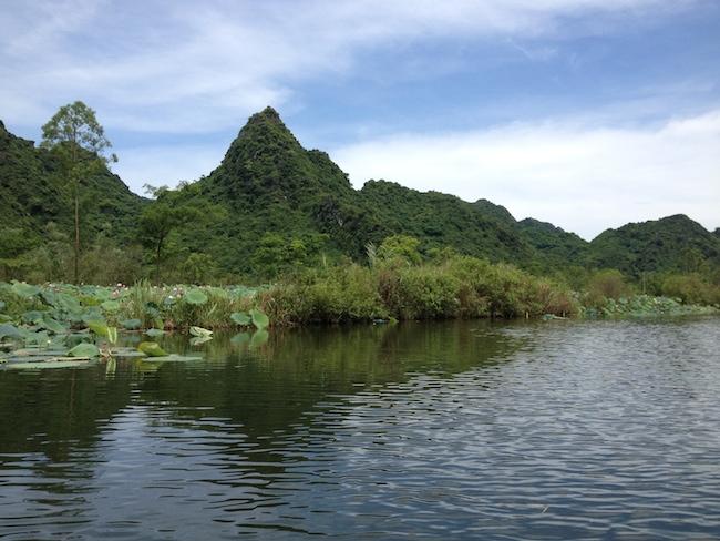 Paisaje en el Río del Perfume o río Yen Vi