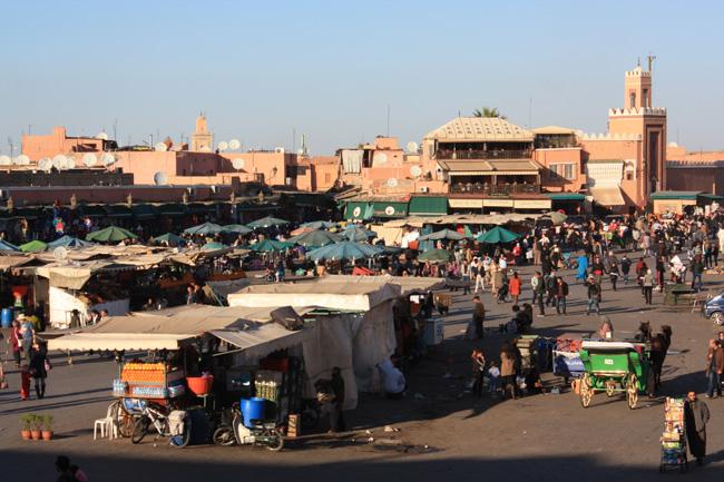 Un rincón de la plaza Jemaa El Fna, seguro la más famosa de Marrakech y quizás de África