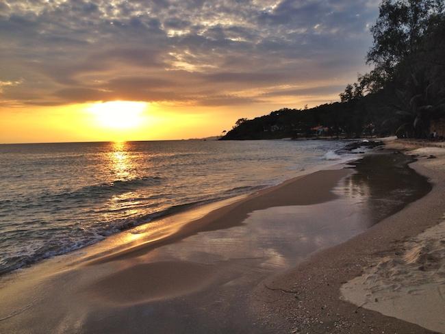 Puesta de sol en una playa de Phu Quoc