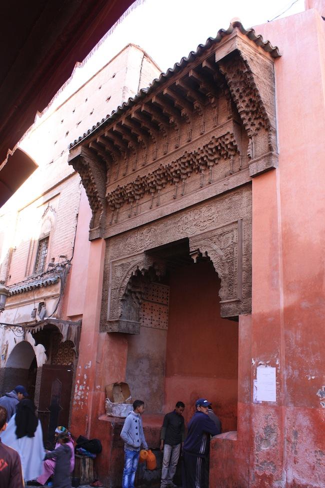 puerta en el zoco de marrakech
