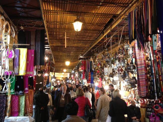 El zoco de Marrakech gana en ambiente al anochecer
